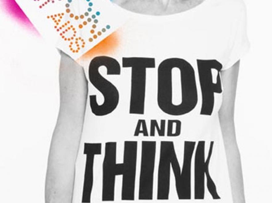 Projektnaci i muzycy zaprojektowali ubrania wspierające kampanię \