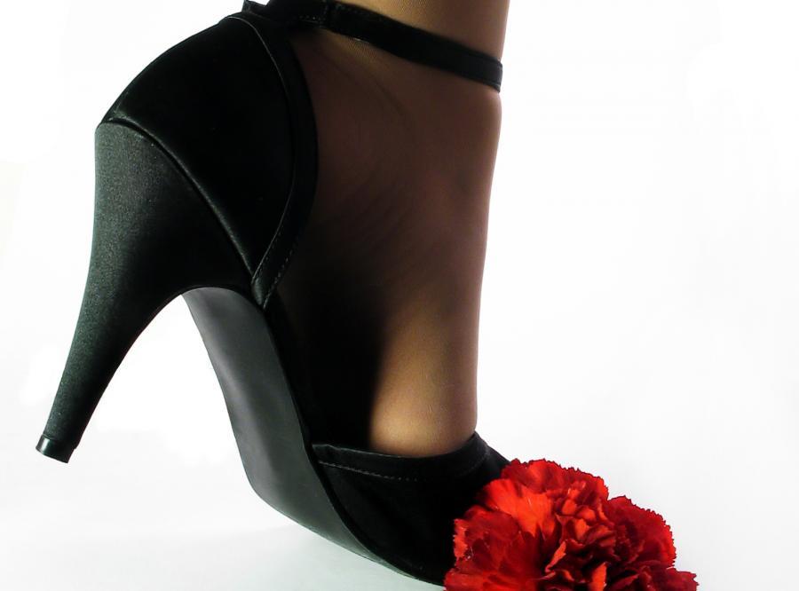 Kobiety, które noszą szpilki, łatwiej osiągają orgazm