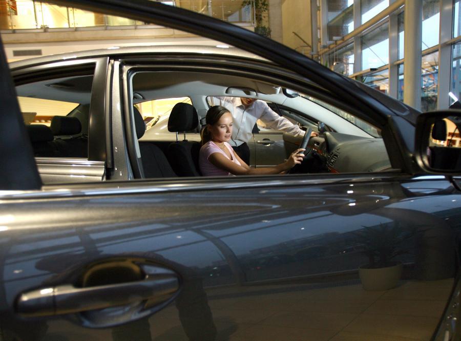 Zobacz, ile traci na wartości Twoje auto