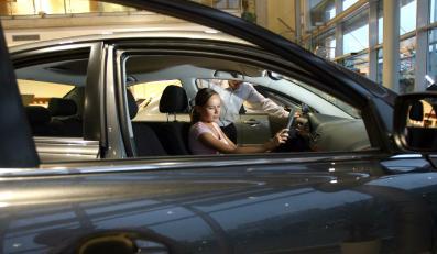 Podwyżka cen samochodów wystraszyła Polaków