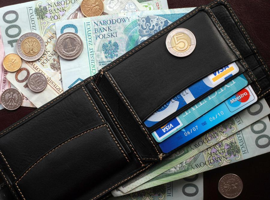 Polacy posiadają już około dziewięciu milionów kart kredytowych i zadłużają się coraz bardziej