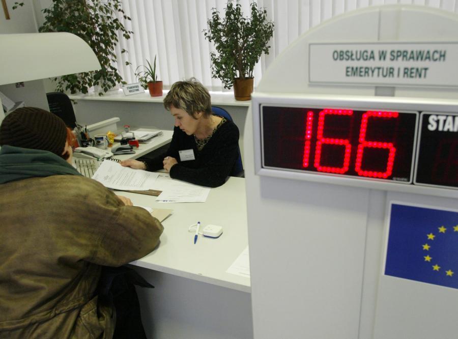 Rząd chce żeby kobiety dostawały dwie emerytury (najpierw okresową, a później dożywotnią)