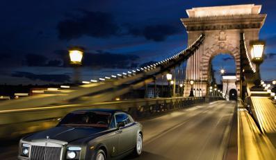 Niemal 6-metrowe superluksusowe coupe