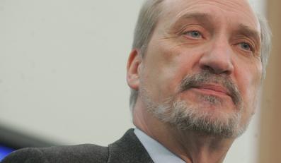 Macierewicz: ABW stosuje strategię zastraszania