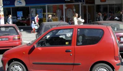 Złodzieje znaleźli sposób na kradzież paliwa z fiatów seicento