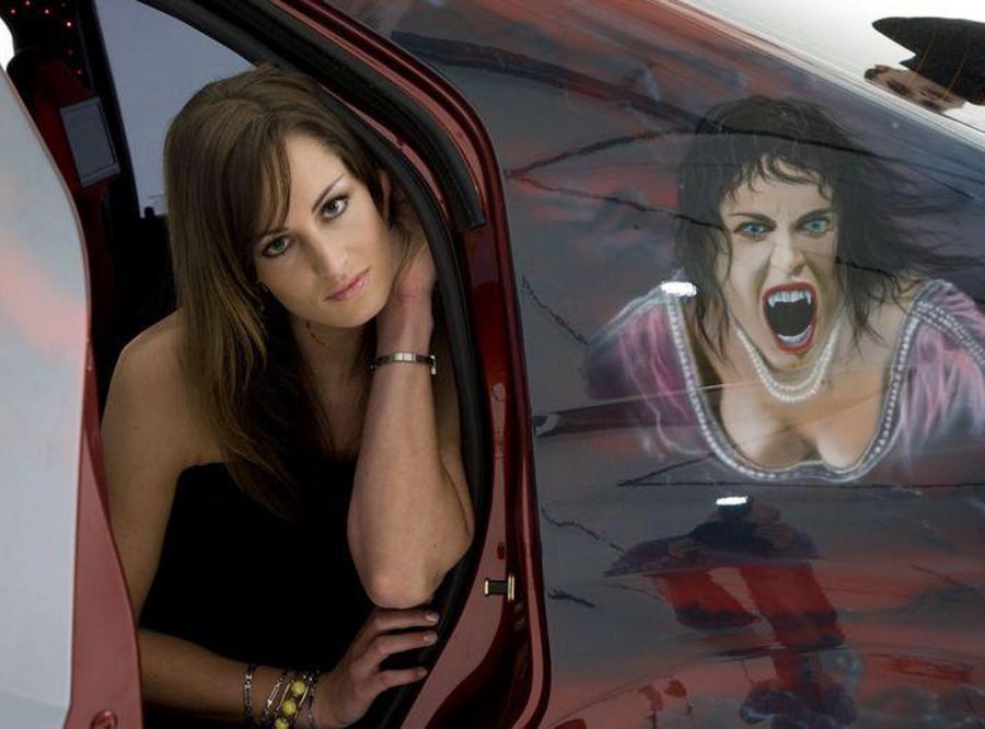 Dacia Logan przemienia piękność w upiorną wampirzycę