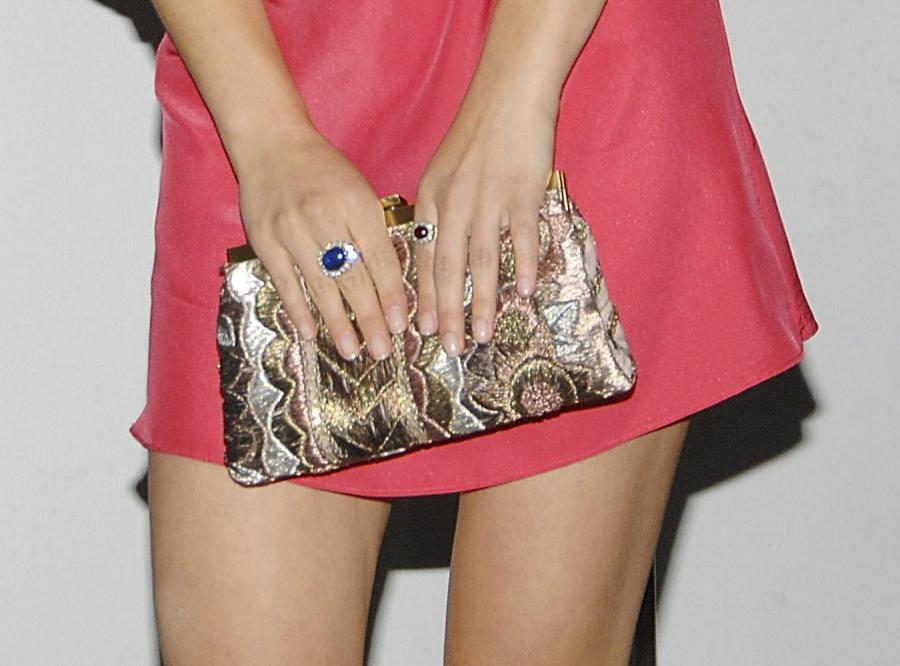 Czy wieczorowa sukienka powinna być mini?