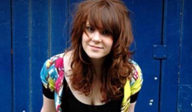 Brytyjska piosenkarka rezygnuje ze śpiewu by zostać... perkusistką