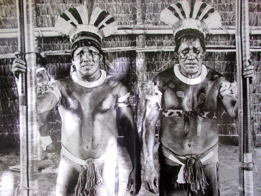 Brazylijscy Indianie od zawsze czuli potrzebę luźnego stroju