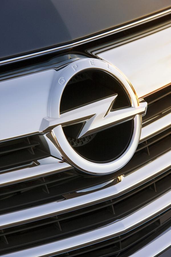 Opel ma nowe logo - na obwodzie koła pojawił się napis \