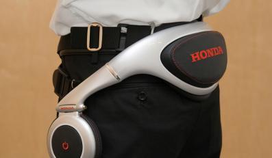Honda bierze nogi za pas…