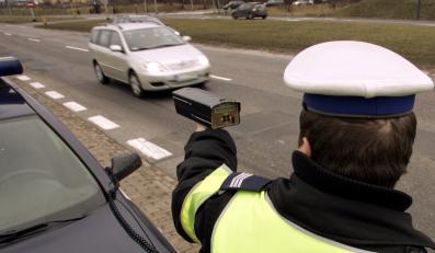 Pirat drogowy umieścił swoje popisy w internecie - i tak znaleźli go policjanci.