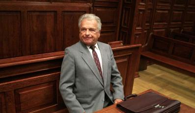 Czesław Kiszczak znów stanie przed sądem za zwalnianie podwładnych
