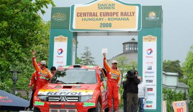 Załoga Mitsubishi - Stephane Peterhansel i Jean-Paul Cottret na drugiej pozycji w Rajdzie Europy Centralnej