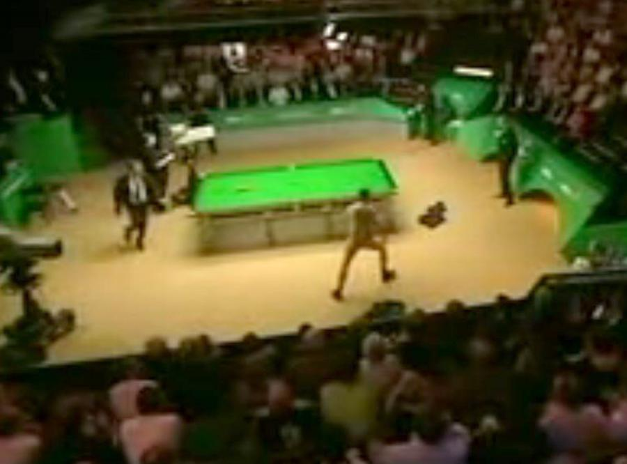 Golas wtargnął na mecz snookera