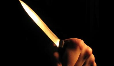 Oskalpowała koleżankę kuchennym nożem