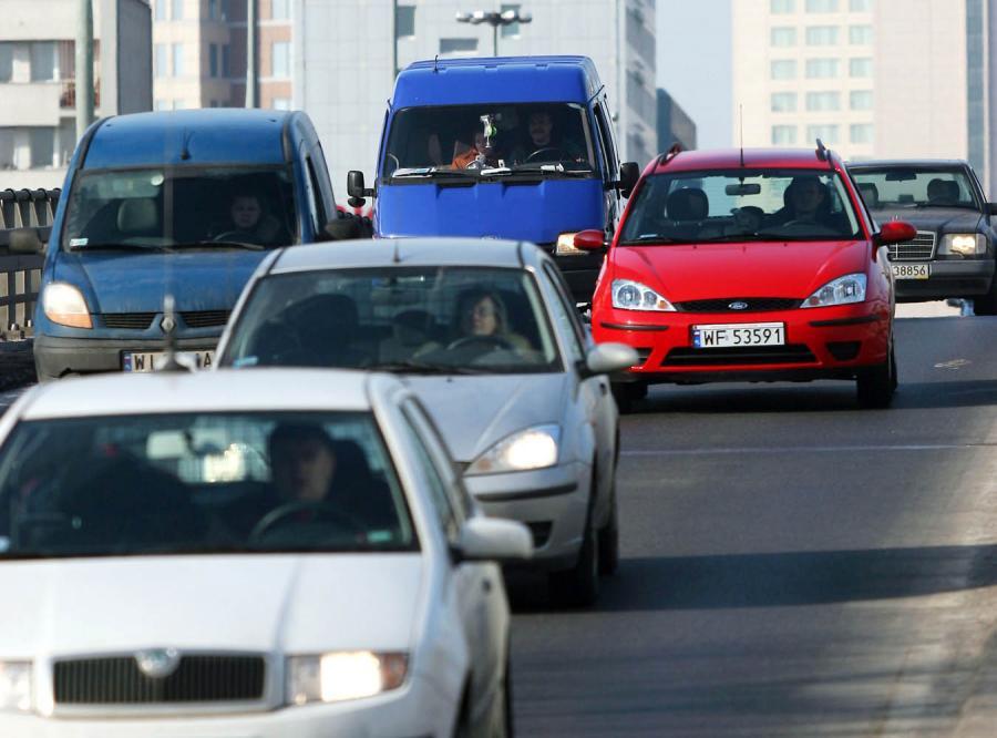 Jest lobby przeciw obowiązkowej jeździe na światłach