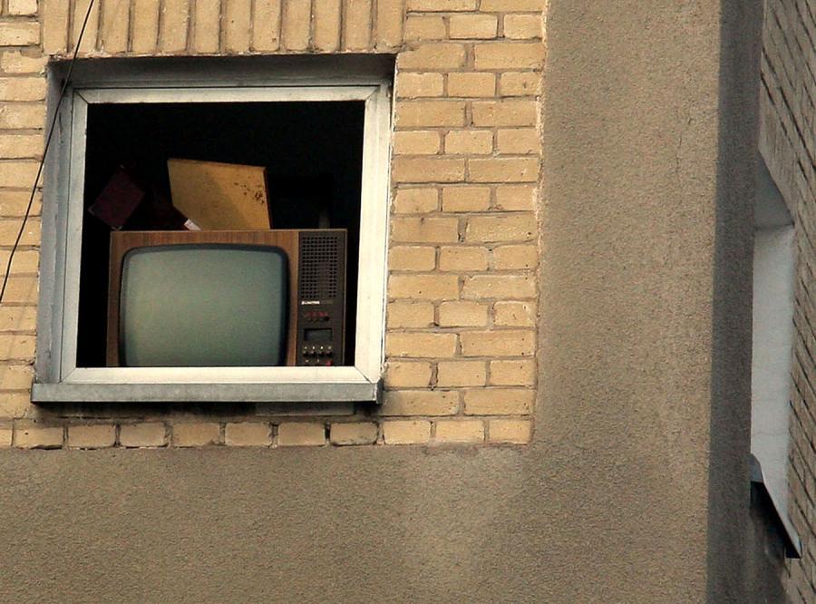 Kibic Interu wyrzucił przez okno telewizor