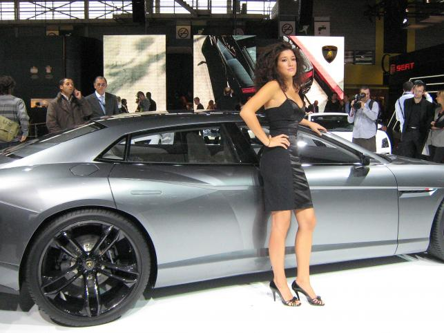 Lamborghini z czwórką drzwi