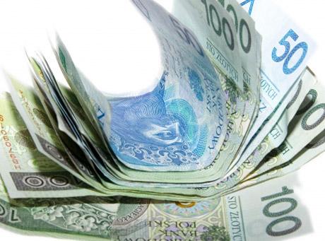 Polskie banki zarabiaja na spóźnialskich