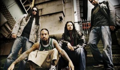 Grupa Korn rozdaje fanom instrumenty