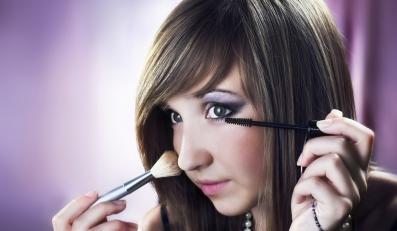 Jak zrobić makijaż studniówkowy?