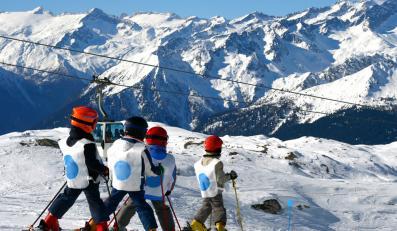 Od lutego mali narciarze tylko w kaskach