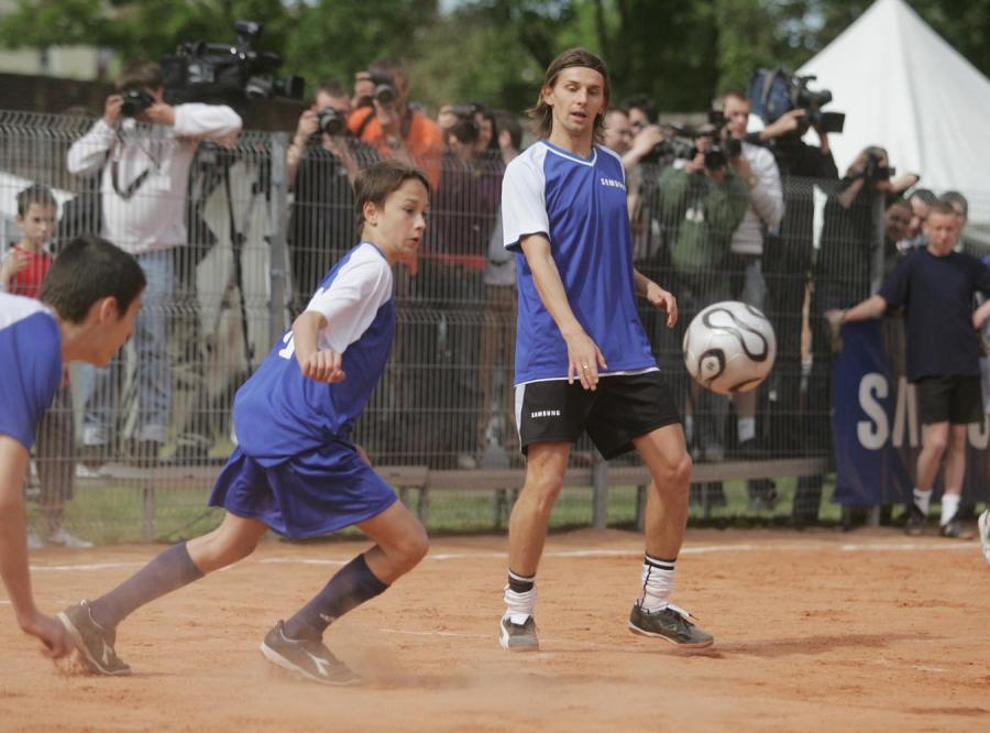 Ebi zagrał w piłkę z chłopakami na Brzeskiej