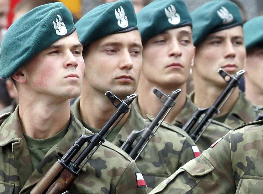 Co piąty młody mężczyzna myśli o tym, żeby zostać zawodowym żołnierzem