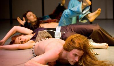Wrocławski spektakl na podstawie powieści Houellebecqa jest pozbawiony emocji i napięcia
