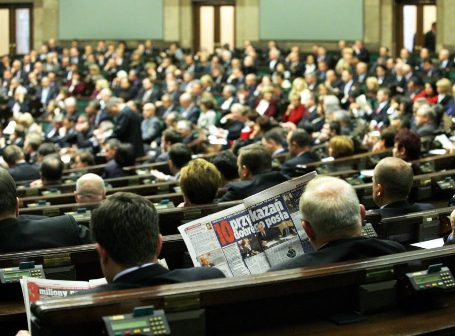 Armia asystentów rządzi w Sejmie