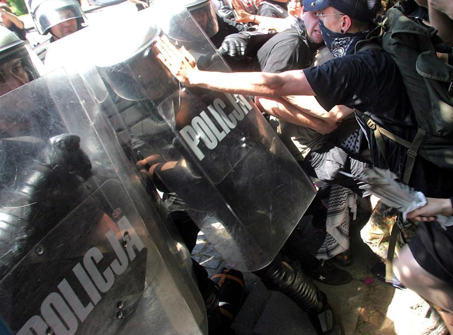 Lewaccy bojówkarze straszą dziennikarzy
