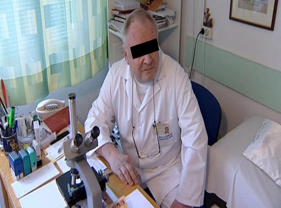 Zboczony ginekolog obmacuje pacjentki
