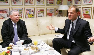 Spiegel: Tusk nie reformuje, bo boi się Kaczyńskiego