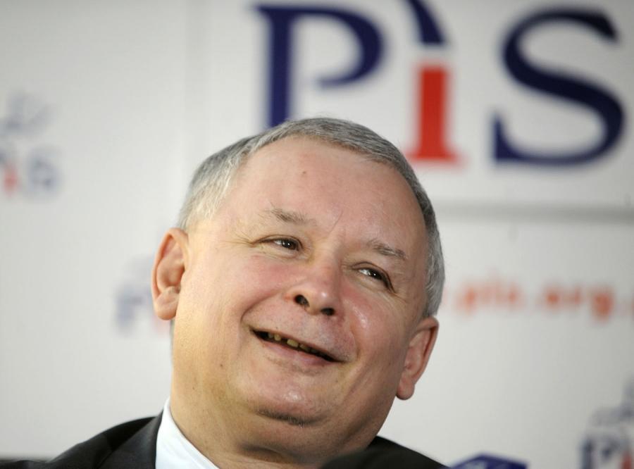 PiS odrabia straty w sondażach