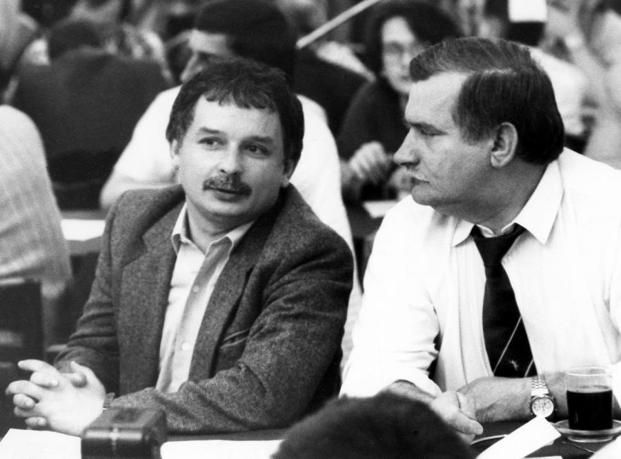 Kaczyński: Cios w establishment oparty na kłamstwie