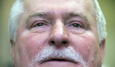 Wałęsa: Filmowali mnie nagiego w sypialni