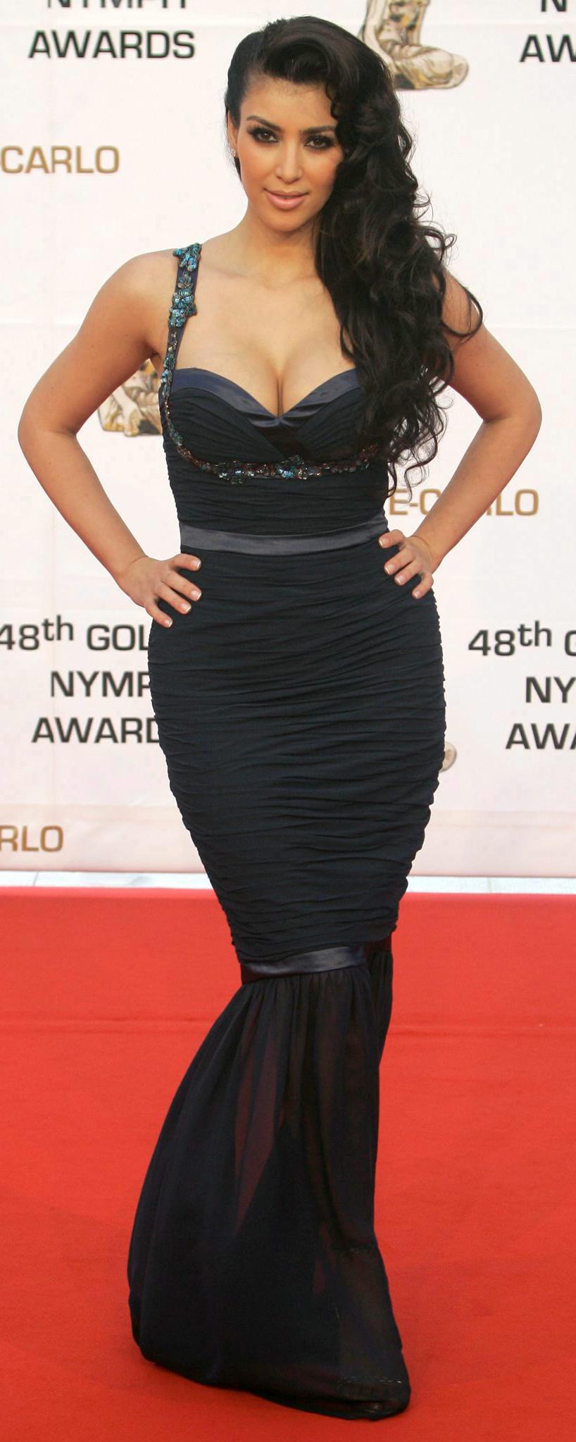 Celebrytka Kim Kardashian to ikona kobiecości. Z namiętnością odsłania krągłości i lubi robić wrażenie na mężczyznach
