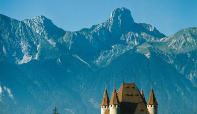 Zamek księcia Zaehringen od 1190 roku wkomponowany w alpejską panoramę