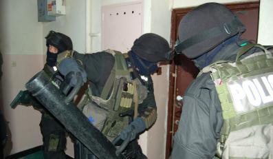 Policjanci weszli do mieszkania na warszawskiej Ochocie