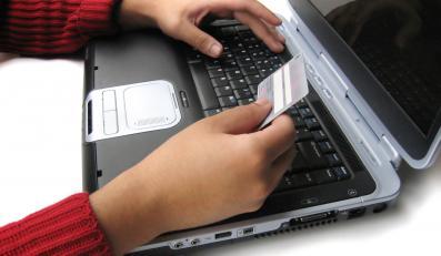 Polki panicznie boją się kart płatniczych i przelewów