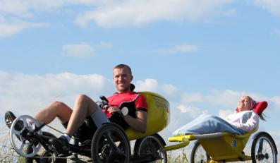 Chce przejechać na wózku tysiąc kilometrów