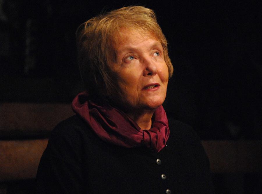 Izabella Cywińska o \