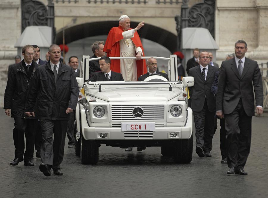 Benedykt XVI ma nowe papamobile