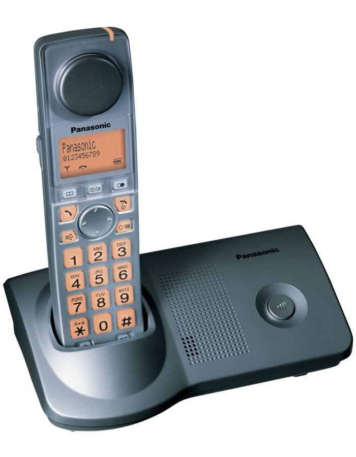 Telefon dla ludzi z niedosłuchem przykłada się do kości