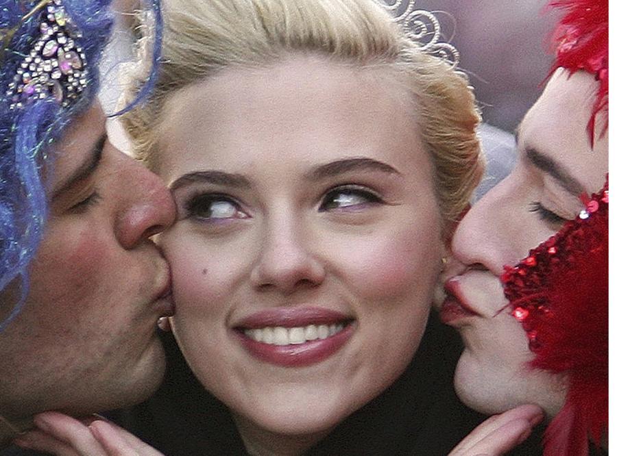 Scarlett Johansson rzuca facetów na kolana