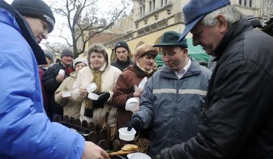 Na Wigilię dla najbiedniejszych w Krakowie przygotowano m.in. sto tysięcy piergów
