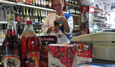 Wina owocowe w jednym z olsztyńskich sklepów
