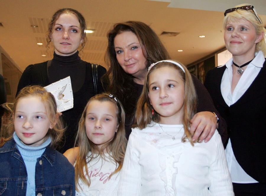 Fundacja Anny Dymnej przekazała samochód rodzinie pięcioraczków z Bochni