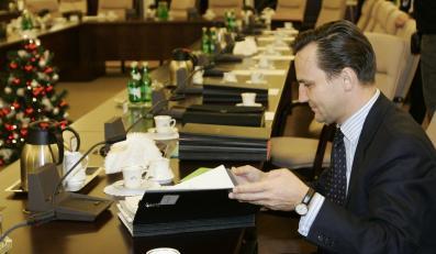 Minister spraw zagranicznych Radosław Sikorski wydał pisemny zakaz kontaktów z Janem Kobylańskim